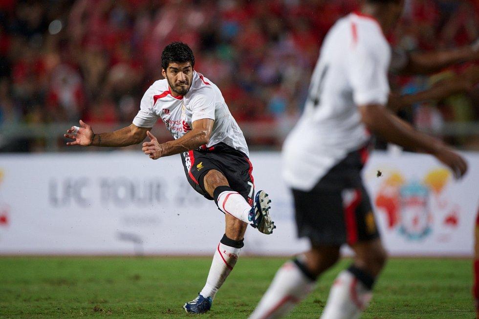 Luis Suárez patřil už v době působení v Liverpoolu mezi nejlepší útočníky světa. Proslavil se ale i svými skandály. V roce 2011 byl potrestán za rasistické urážky soupeře Patrice Evry.