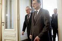 Premiér Petr Nečas přivítal na zasedání vlády v Praze prezidenta Miloše Zemana.
