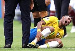 Neymar během zápasu proti Mexiku.