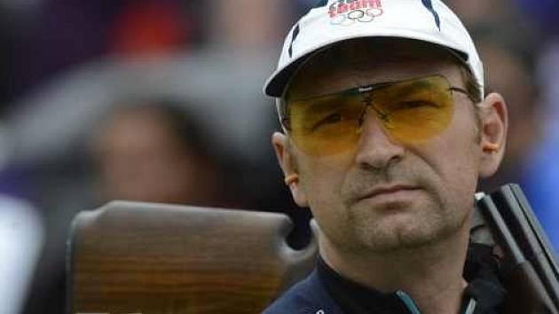 Český střelec Jan Sychra se chystá oslavit šesté místo v olympijském závodě.