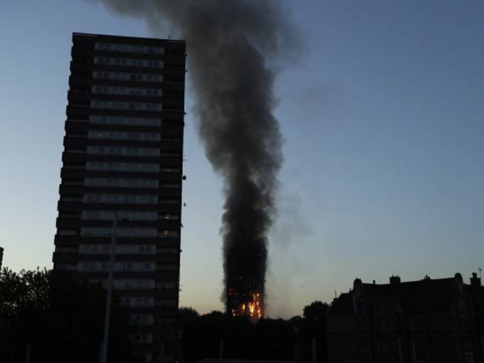 Požár výškové budovy v Londýně.
