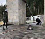 Jan Jiránek vrací ochrnutým psům nohy.