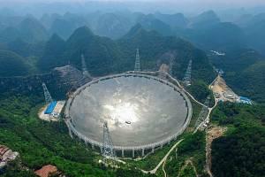 Radioteleskop FAST. Ilustrační snímek