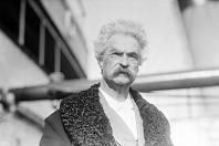 Mark Twain na snímku z roku 1909.
