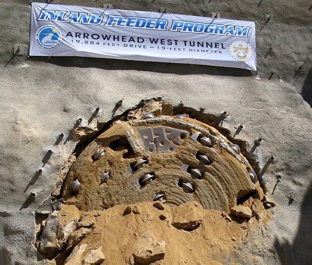 Po pěti letech prací byl pod San Bernadinem proražen tunel, který bude jih Kalifornie zásobovat vodou.
