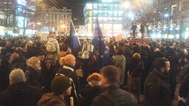 Demonstrace proti Zdeňku Ondráčkovi