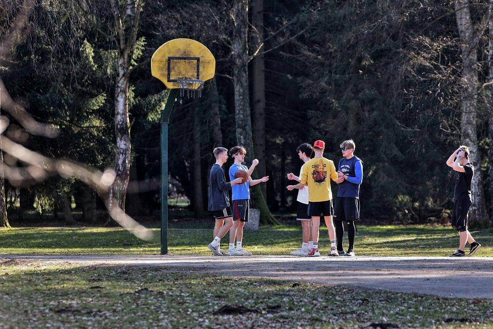 Ani hrát basketbal