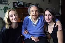 K 67 nabízeným filmům z edice Příběhy bezpráví patří i dokument Olgy Sommerové Sedm světel, který přibližuje osudy šesti židovských pamětnic, které oživují zasuté vzpomínky na holocaust a druhou světovou válku.