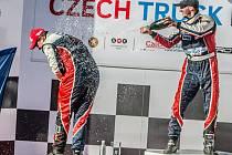 Adam Lacko a David Vršecký na pódiu