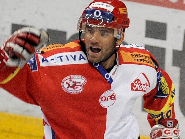 Hokejista pražské Slavie David Hruška se bude muset zodpovídat z řízení auta pod vlivem alkoholu.