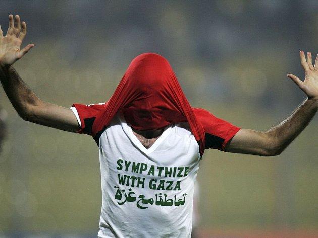 Inkriminovaný okamžik sobotního utkání mezi Egyptem a Súdánem.
