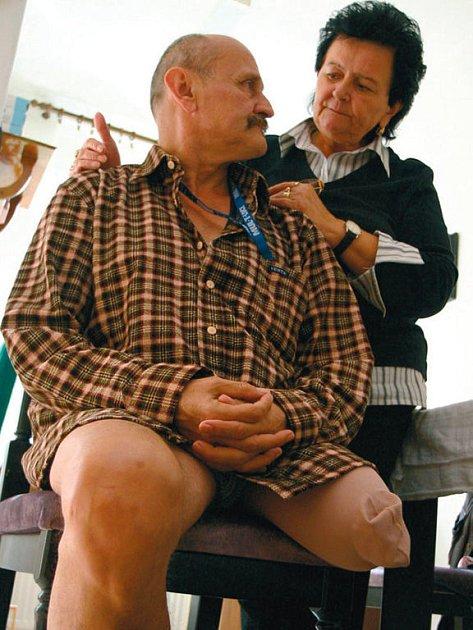 BOJUJÍ SPOLU. Miloš Kádner se sestrou Janou Novotnou požaduje po nemocnici odškodnění za ztrátu nohy.