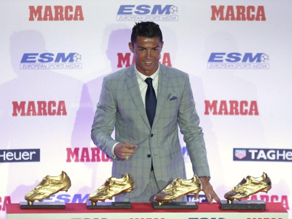 Cristiano Ronaldo a jeho čtyři Zlaté kopačky.