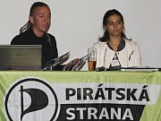 Předseda Pirátské strany Ivan Bartoš a Amelia Andersdotter, poslankyně Evropského parlamentu za Pirátskou stranu.