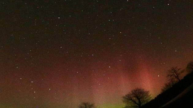 V noci na 18. března mohli Češi na obloze pozorovat neobvyklou polární záři.