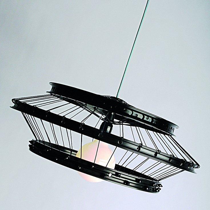Design i vášeň. Ondřej Elfmark, designér, architekt a milovník cyklistiky dostal kolo i do svého konceptu Riminiscent Lamp