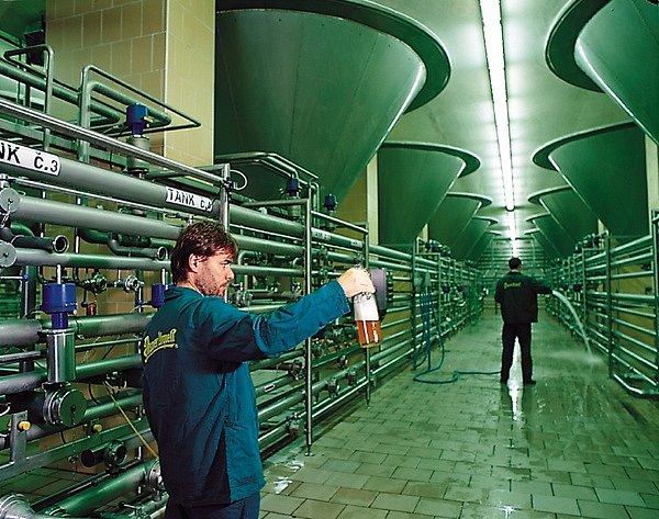 Výroba piva - cylindro-kónické tanky