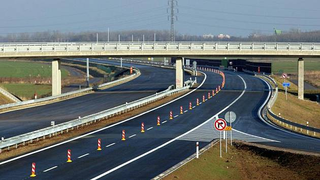 Dálnice D11 - ilustrační foto.