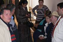 Dva ze šesti obžalovaných v kauze únosu mladé Romky Mercedes Lakatošové poslal včera prostějovský soud do vězení. Lucián Daniš si odsedí čtyři roky, Richard Rafael rok. Ostatní čtyři obžalovaní vyvázli s podmíněnými tresty.