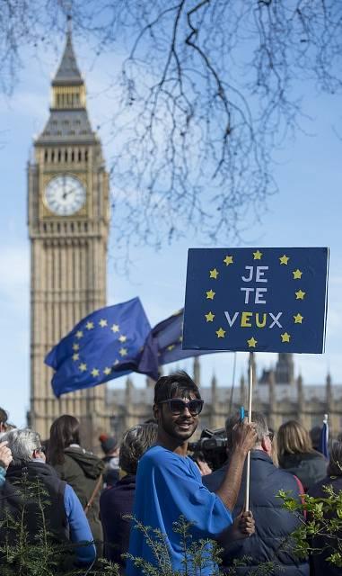 V Londýně lidé demonstrovali proti brexitu.