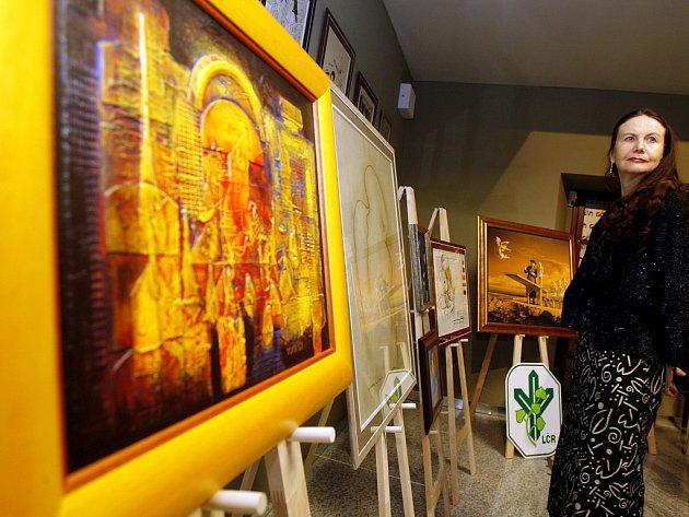 Částku přes dva miliony korun vynesla ve středu večer charitativní aukce obrazů s náměty z muzikálu Golem.