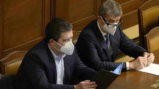 Zleva ministr vnitra Jan Hamáček (ČSSD) a premiér Andrej Babiš (ANO) 19. listopadu 2020 v Praze na schůzi Sněmovny