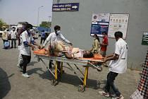 Převoz pacienta s covidem v Indii