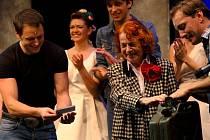 Iva Janžurová hraje, křtí a nově i režíruje