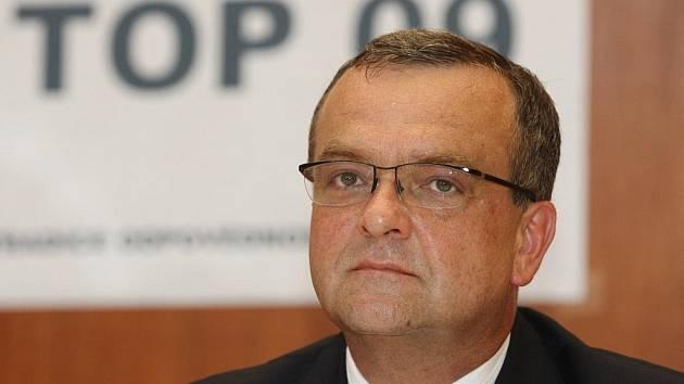 ětšinu předvolební kampaně nové politické strany Miroslava Kalouska TOP 09 zaplatí brněnský veterinář. Strana to potvrdila na svých internetovýh stránkách.