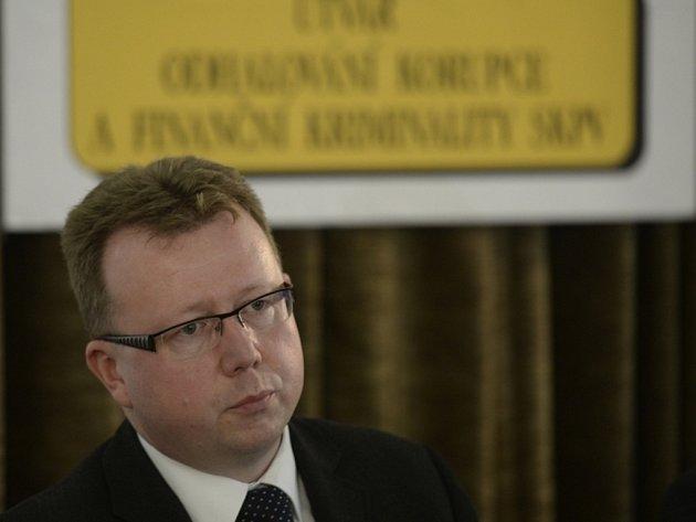 Ředitel Útvaru odhalování korupce a finanční kriminality Policie ČR Milan Komárek vystoupil 11. července v Praze na tiskové konferenci k výsledkům prvního zásahu týmu Kobra v boji proti daňovým únikům a daňové kriminalitě.