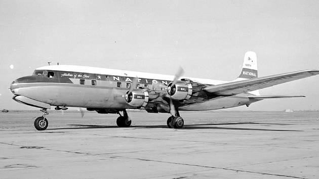 Letoun typu DC-6B amerických aerolinek National Airlines. Stejný typ stroje se stal ve vzduchu cílem bombového atentátu