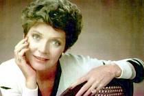 Americká herečka a zpěvačka Polly Bergenová, která se proslavila rolí pronásledované ženy ve filmu Mys hrůzy, zemřela v sobotu ve svém domě v Southbury v americkém státu Connecticut ve věku 84 let.