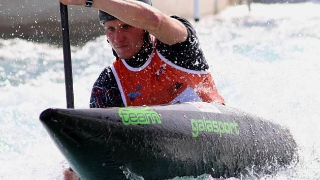 Vít Přindiš vyhrál kvalifikaci ve třetím závodě Světového poháru vodních slalomářů ve slovinském Tacenu.