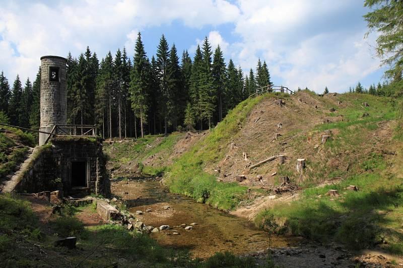 Protržená přehrada, Desná