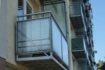 sídlištní balkon