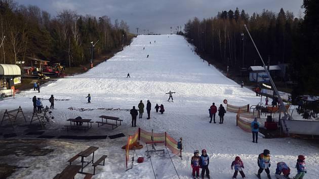 Ski areál Vaňkův kopec v Horní Lhotě nedaleko Ostravy byl 16. ledna 2020 v provozu.