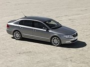Nová Škoda Superb Combi na fotografii, kterou zveřejnil magazín Motor Authority.