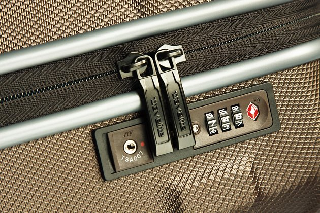 Kufr, který je vybaven tzv. TSA zámkem.