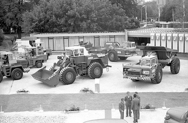 Těžká stavební technika na strojírenském veletrhu vBrně – 80.léta.