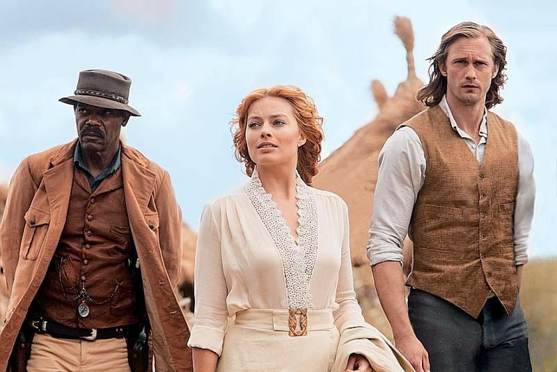 Samuel L. Jackson, Margot Robbie a Alexander Skarsgård v Legendě o Tarzanovi (2016).