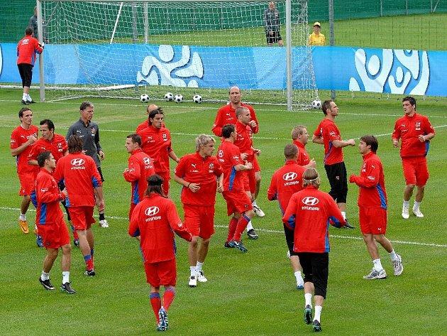 Čeští fotbalisté při tréninku.
