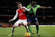 Snímek ze zápasu Arsenal vs. Southampton. Favorit se neprosadil, nezměnil to ani Hector Bellerin