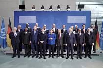 Mezinárodní konference o Libyi - Skupinová fotografie státníků na mezinárodní konferenci o Libyi v Berlíně
