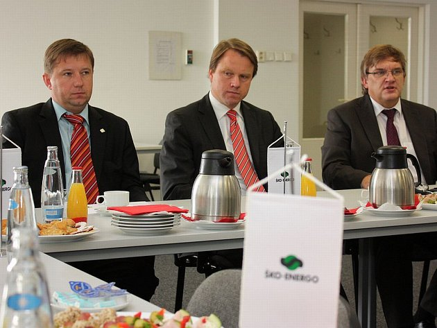Ministr životního prostředí ČR Martin Bursík se v pátek setkal zástupci automobilky Škoda Auto a energetické společnosti Ško-energo v Mladé Boleslavi