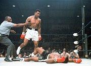 Muhammad Ali knokautoval Sonnyho Listona v květnu roku 1965