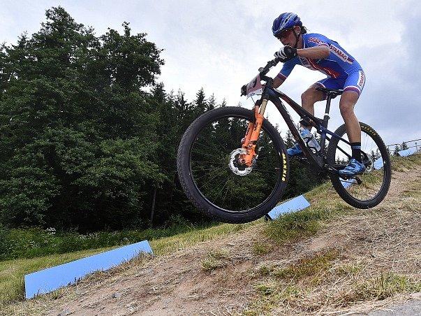 Mistrovství světa horských kol, závod v cross country žen elite 2. července v Novém Městě na Moravě. Na snímku česká reprezentantka Kateřina Nash.
