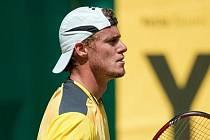 Leyton Hewitt ve finále turnaje v Halle zdolal Rogera Federera.