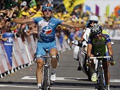 O vítězi deváté etapy rozhodly centimetry. Nakonec se radoval Francouz Fédrigo (vlevo).