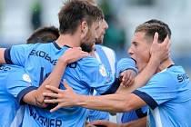 Fotbalisté Mladé Boleslavi se radují z gólu do sítě Příbrami.