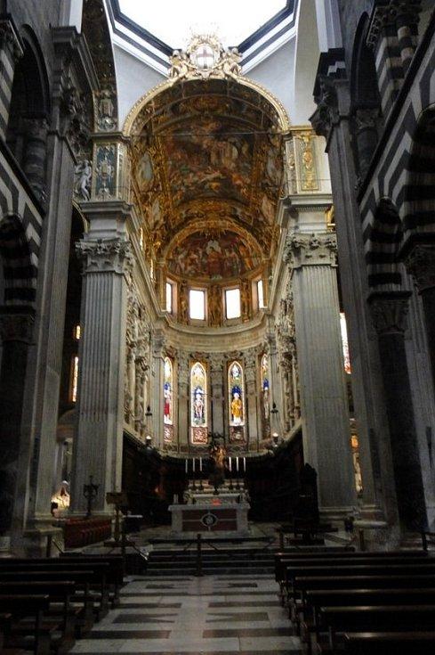 Vnitřek katedrály představuje dodnes magický prostor